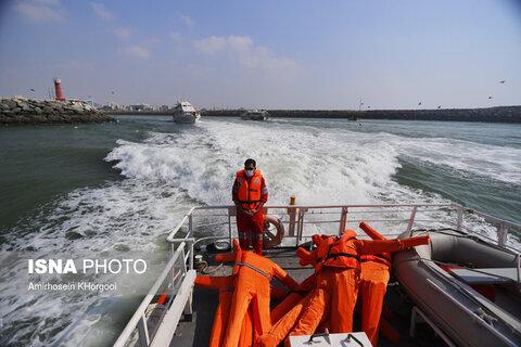 مانور جستجو و نجات دریایی در بندرعباس