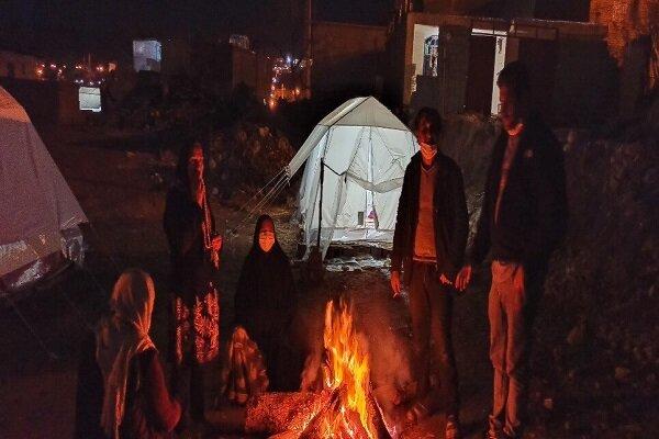 سیسخت؛ ۱۸ روز پس از زلزله | سرما، ترس از کرونا و مردمی که سقف ندارند