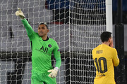مسی در لیگ قهرمانان به رونالدو پیوست | حذف بارسا در پاریس با کابوس پنالتی