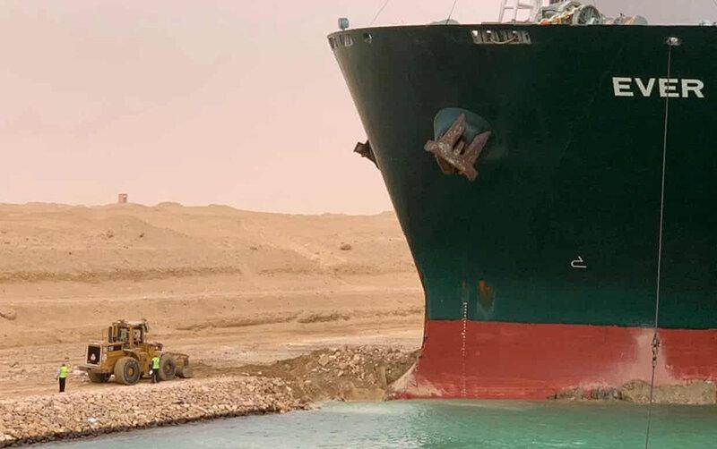 تصاویر | بسته شدن کانال سوئز با کشتی ۴۰۰ متری ۲۲۰ هزار تُنی
