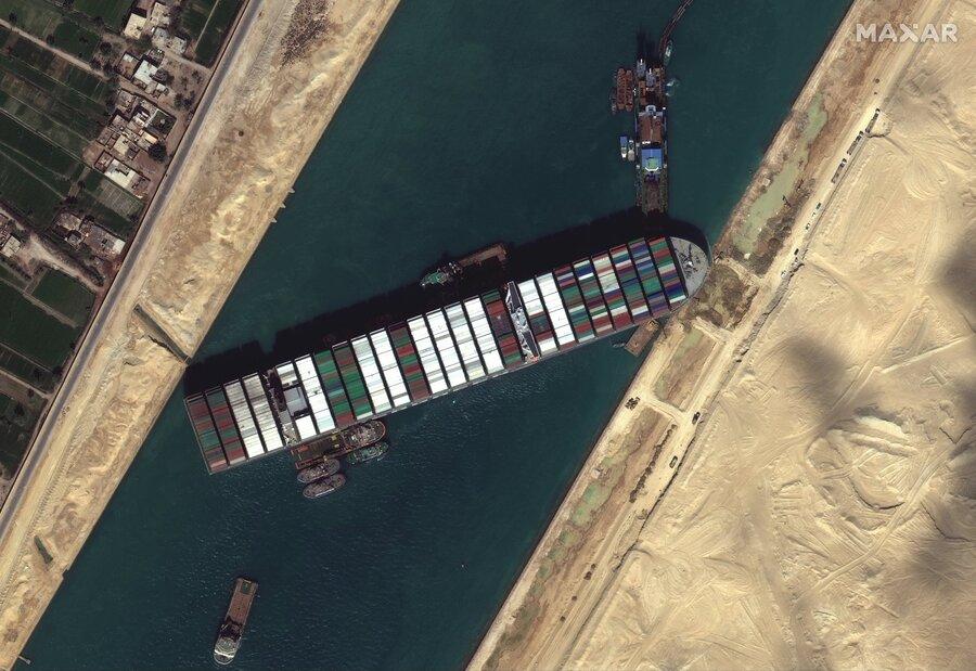 تصاویر باکیفیت ماهوارهای از کشتی به گل نشسته در کانال سوئز