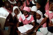 تصاویر | وقتی مادربزرگ نیجریهای در ۵۰ سالگی هوس مدرسه رفتن میکند