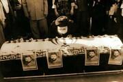 ویدئو و عکس |حضور رهبر انقلاب کنار پیکر شهید صیاد شیرازی | اعطای درجه سپهبدی امیر شهید به فرزند شهید