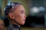 ربات سوفیا در حال کار بر روی یک پروژه موسیقی است