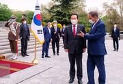 تصاویر | استقبال رسمی معاون اول رئیس جمهوری از نخستوزیر کرهجنوبی | دست دادن کرونایی جهانگیری و  چانگ سیه کِیون
