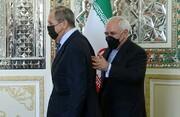 تصاویر | متن و حاشیه دیدار ظریف و لاوروف؛ از ژستها و خندههای دو دیپلمات تا دست دادن کرونایی و برداشتن ماسک ها