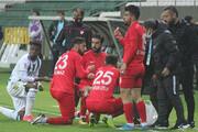 ویدیو | افطار بازیکنان در جریان مسابقه فوتبال