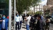 اعتراض سهامداران به وضعیت بازار سرمایه مقابل ساختمان سازمان بورس