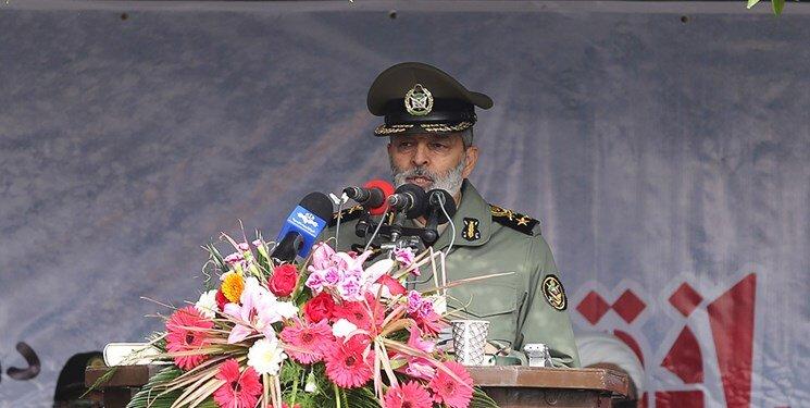 فرمانده کل ارتش: ارتش کمتر حرف میزند و بیشتر عمل میکند