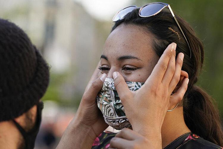 تصاویر   واکنش سیاهپوستان آمریکا به حکم دادگاه قاتل جورج فلوید؛ اشک، شادی و فریاد پیروزی
