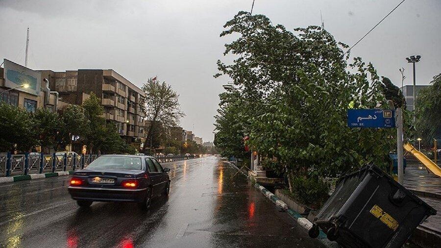 رگبارو باد شدید درتهران تا فردا ادامه داد| احتمال سقوط تیر برق و درختان؛ شهروندان دردامنه ها و ارتفاعات توقف نکنند
