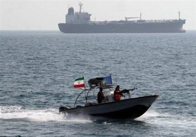 تیراندازی کشتی آمریکایی به قایقهای تندروی سپاه