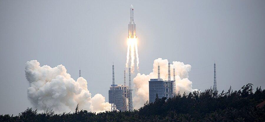 موشک ۵۳ متری چینی در آستانه ورود به جو زمین است