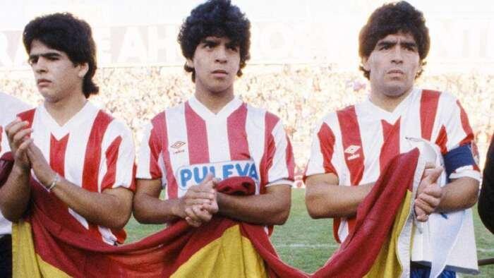 عکس | روزی که آرزوی مارادونا برآورده شد | هم تیمی شدن دو برادر مارادونا با دیه گو در آرژانتین و تیم اسپانیایی