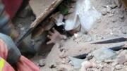 ریزش ساختمانی قدیمی در میدان راهآهن | محبوس شدن کودک ۸ ساله زیر آوار