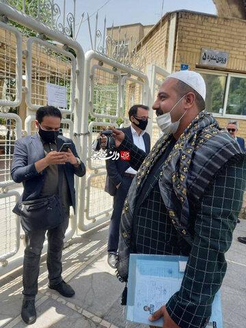 این مرد به جای کلید، با یک دسته «ریموت کنترل» به وزارت کشور آمد!