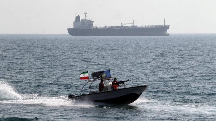 قايق تندرو سپاه در آبهاي خليج فارس