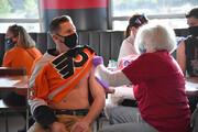 ارائه تاکسی رایگان به مراکز واکسیناسیون کرونا برای تشویق آمریکاییها به واکسن زدن