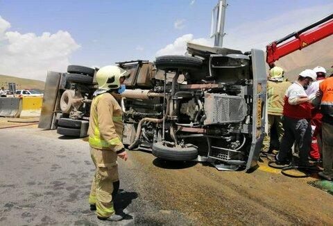 ویدئو | واژگونی تانکر حامل سوخت گازوئیل در گردنه قوچک
