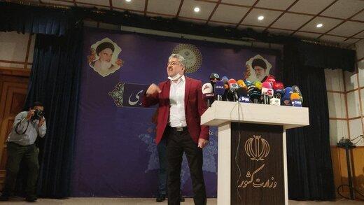 شوی احمدی نژاد جدید با کت قرمز در ستاد انتخابات | می خواهم وزیر شادی داشته باشم