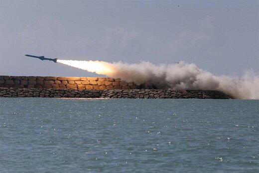 تصاویر   این موشک ایرانی، شبح دشمنان در خلیج فارس شده است  کروز ایرانی از عمق دریا به سمت هدف