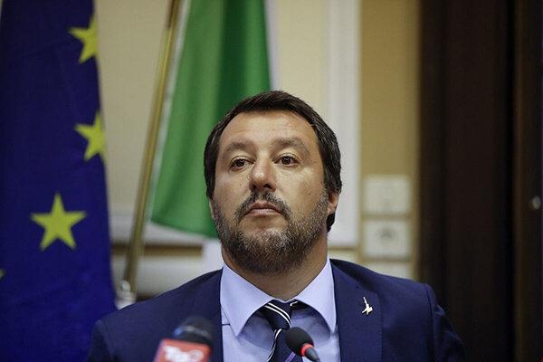 عکس | کریخواندن وزیر ایتالیایی برای یوونتوس | پیرلو توهین نکرد!