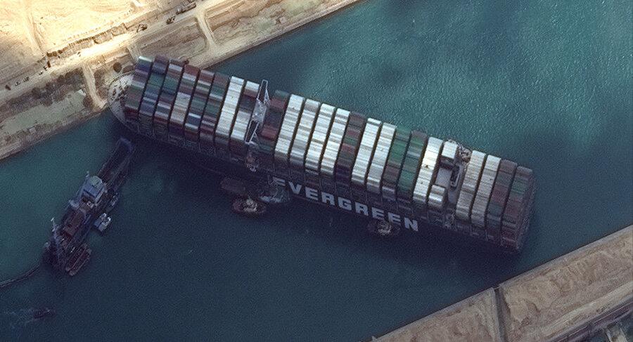 مالک کشتی اورگیون کانال سوئز را مقصر به گل نشستن آن میداند