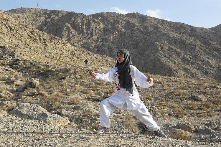عکس ا سرگرمی متفاوت دختران پاکستانی