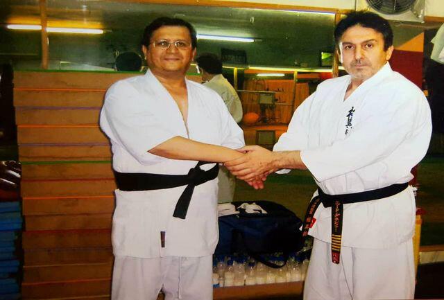 تصاویر | عبدالناصر همتی با لباس و مدرک کاراته کنار استاد کیوکوشین آسیا