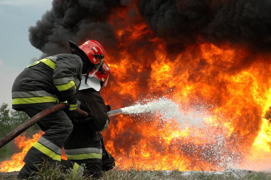 جزئیات آتشسوزی گسترده در انبار گاز مایع قم | ۷ نفر مصدوم شدند