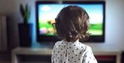 علاقه کودکان به تلویزیون را چگونه مدیریت کنیم؟