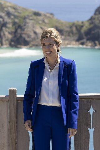 کری جانسون همسر جدید نخست وزیر انگلیس، بوریس جانسون که ظاهرا بسیاری از لباسهای خود را برای رویدادهای G7 اجاره کرده، نشان داده است که شما میتوانید شیک باشید بدون اینکه روزانه هزاران دلار برای یک لباس جدید صرف کنید./ منبع: nine