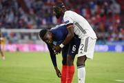 عکس | شکار صحنه عجیب در یورو ۲۰۲۰ | گاز گرفتگی ستاره فرانسه در جریان بازی