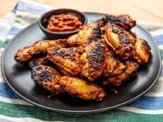 طرز تهیه بال مرغ کبابی با سیر و پنیر پارمیسان