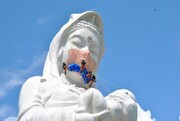 تصاویر | الهه غولپیکر بودایی در ژاپن ماسک سفارشی میزند