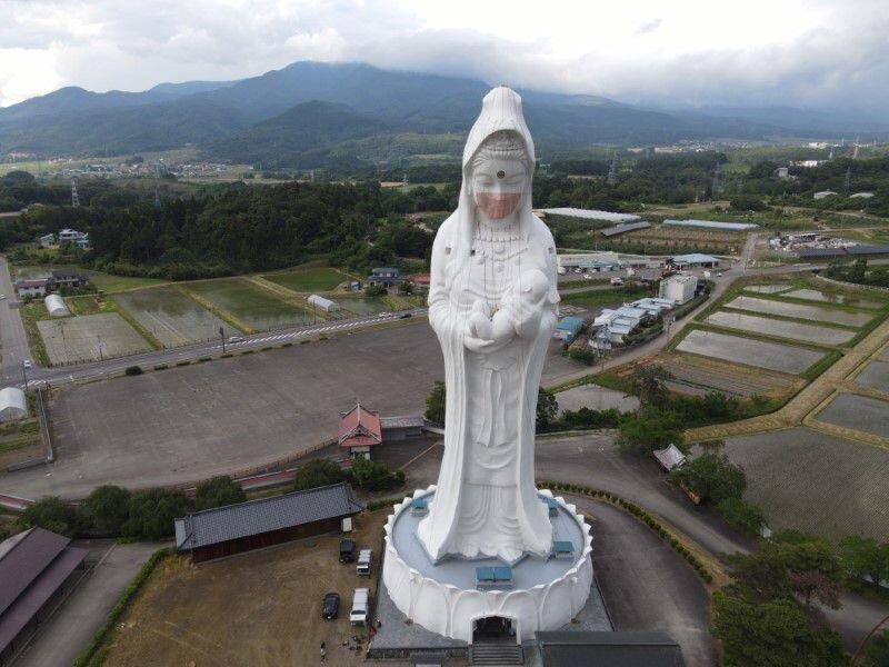 تصاویر   الهه غولپیکر بودایی در ژاپن ماسک سفارشی میزند