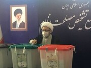تصاویر | رئیس مجمع تشخیص مصلحت رأی خود را به صندوق انداخت