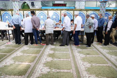 حضور مردم پای صندوقهای رای