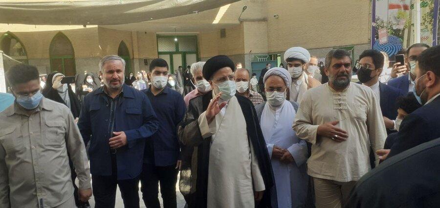 تصاویر   ورود ابراهیم رئیسی به مسجد جامع شهر ری برای شرکت در انتخابات