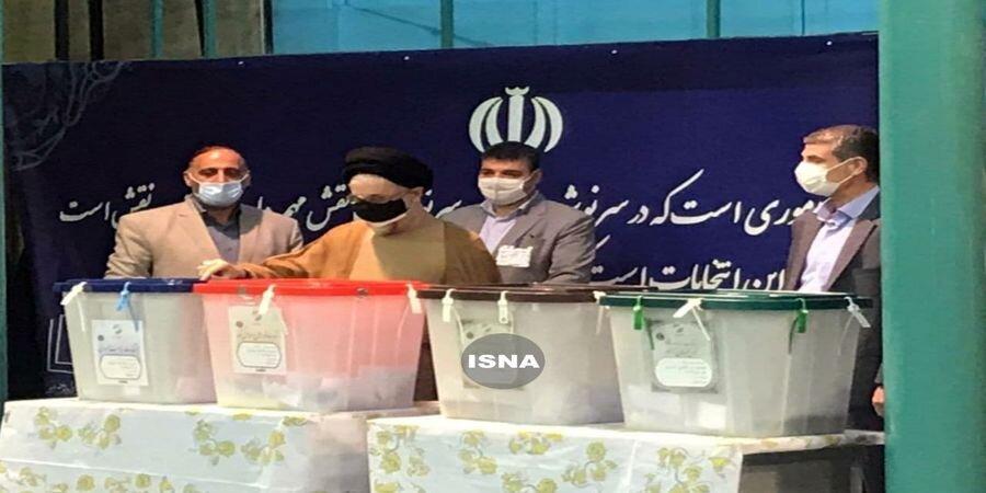 ویدئو | لحظه ورود محمد خاتمی به محل اخذ رای در حسینیه جماران | پیام خاتمی برای مردم پس از رای دادن