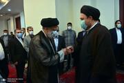 عکس | دست دادن رئیسی و سیدحسن خمینی به سبک دوران کرونا