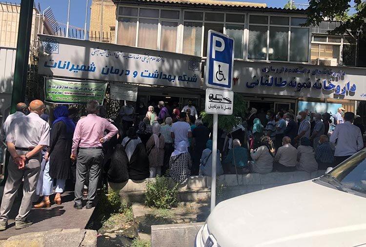 عکس   سرگردانی شهروندان تهرانی در صف دریافت واکسن کرونا