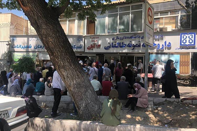 صف واكسن كرونا در شمال تهران