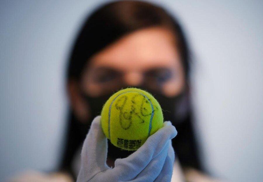 یادگارهای ورزشی تنیسور افسانهای سوئیس در کریستیز حراج میشود