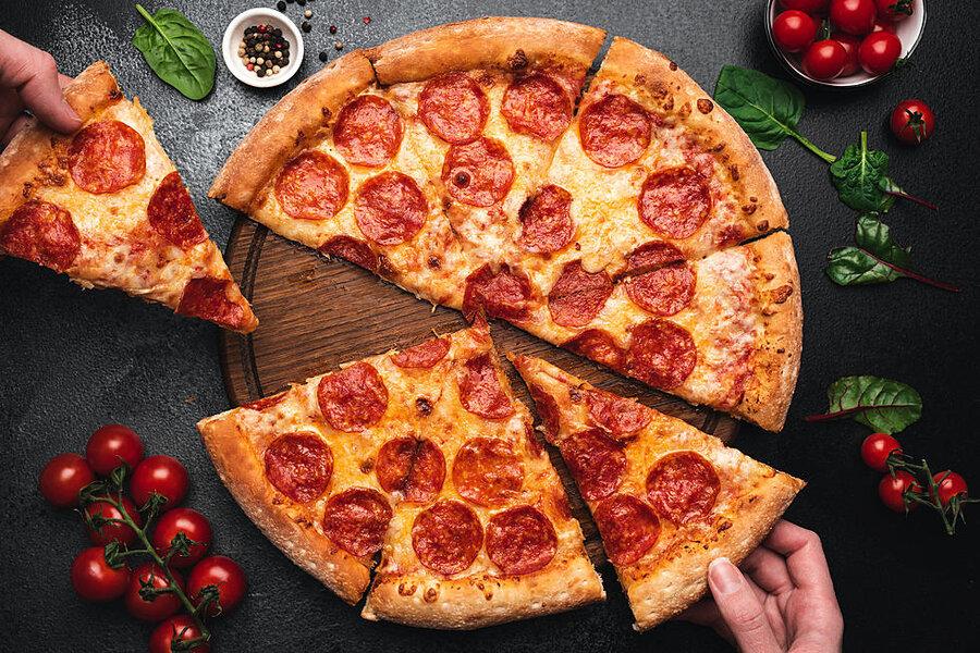 طرز تهیه پیتزا پپرونی   سادهترین شیوه پخت پیتزا در خانه