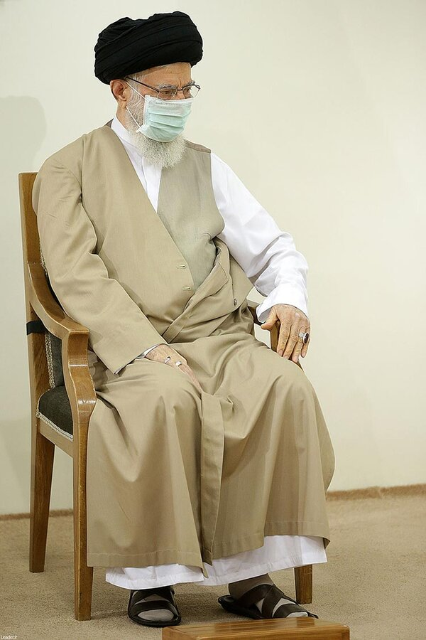 تصاویر | تزریق نخستین دوز واکسن ایرانی کرونا به رهبر انقلاب