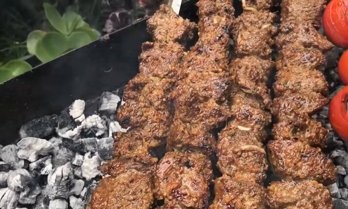 طرز تهیه کباب ترش به روش گیلانیها   فوتوفن ترد و خوشمزه شدن گوشت آن