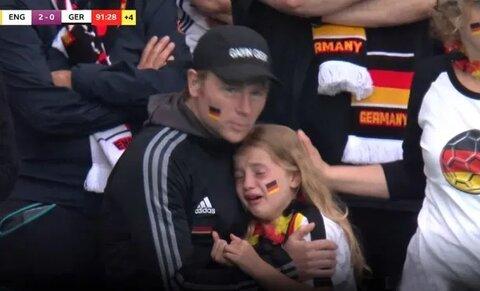 گریه دختر بچه آلمانی از باخت تیمش و حذف آلمان از رقابت های یورو2020