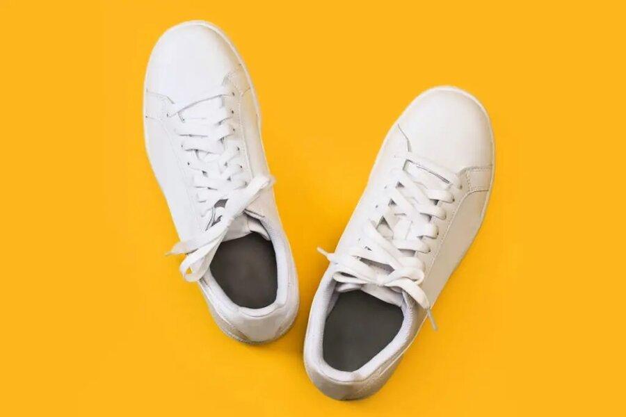 ۵ ترفند ساده برای از بین بردن بوی بد کفش