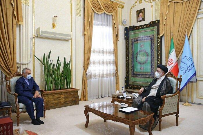 تصاویر   دیدار ۵ عضو دولت روحانی با رئیسی   بررسی تأمین منابع ارزی برای تهیه کالاهای اساسی